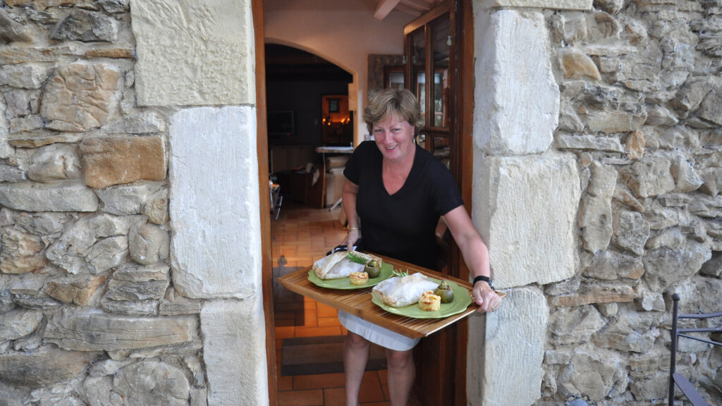 Host and cook Polly - ImagineFrance